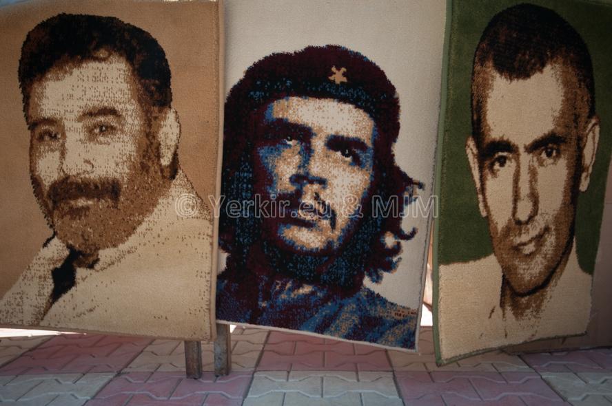 Tapis décoratif militant, Dersim, juillet 2011