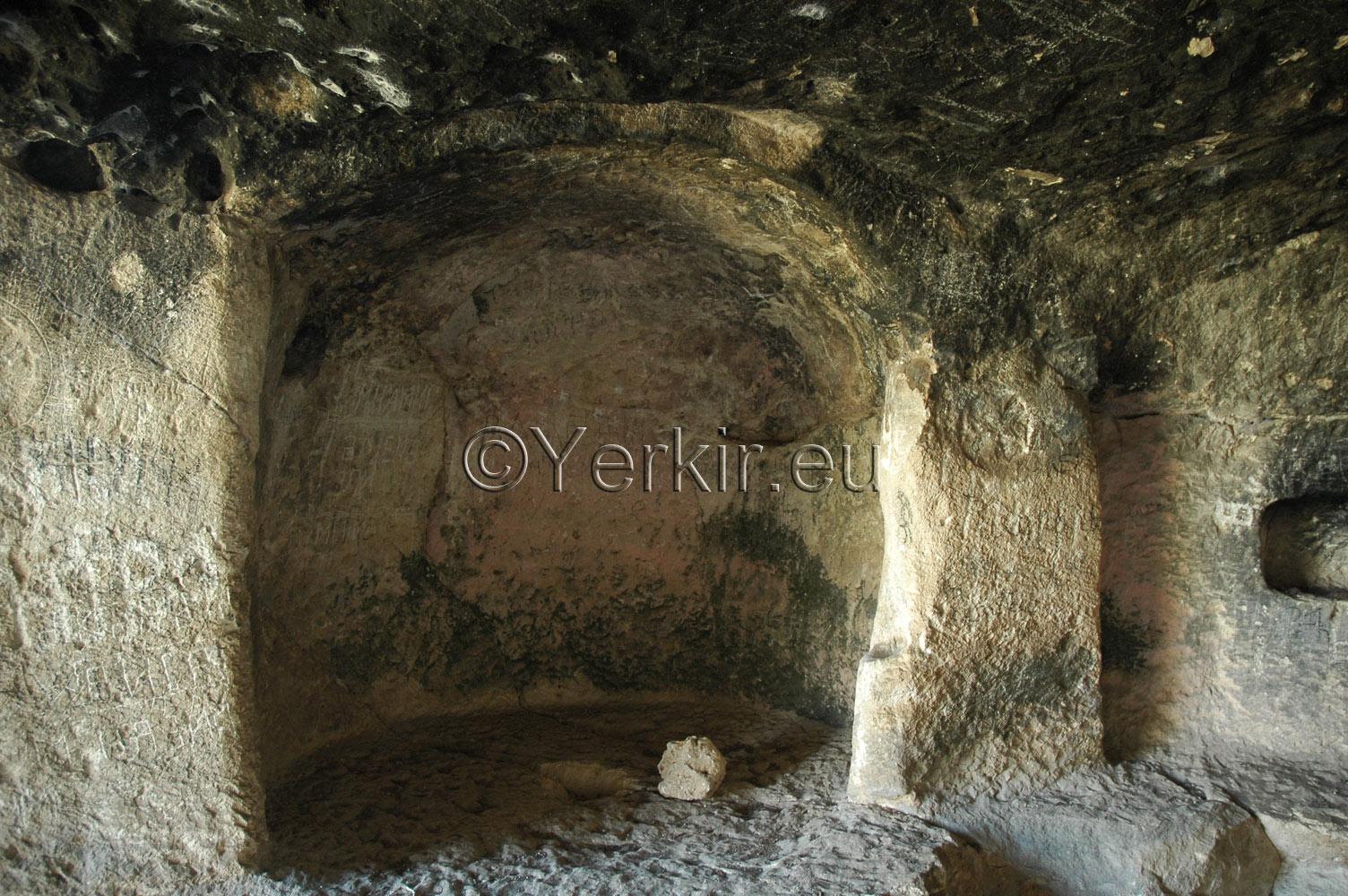 Autel de l'église troglodyte de Khatchenaked