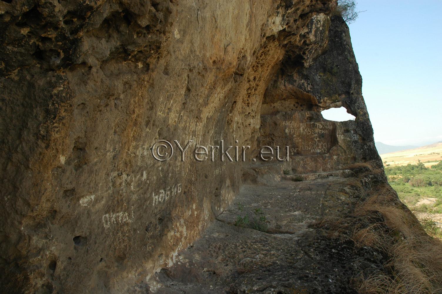 Plateforme de défense Est de l'église troglodyte de Khatchénaguède